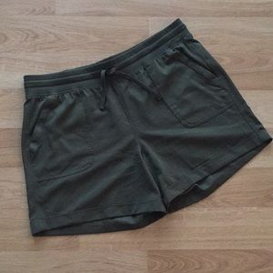 OLD NAVY Active Cuffed Shorts - Sz L